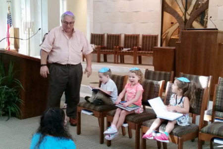 RabbiandKitaGanstudentsrecitingHebrewnumbersBokerTov110115_1